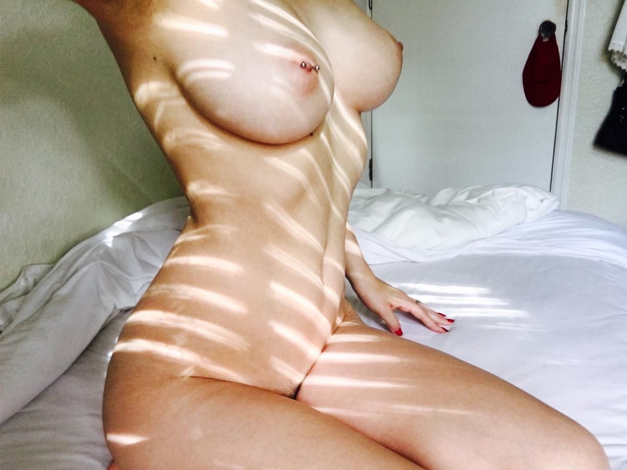 【自撮りエロ画像】素人とは思える極上おっぱいズラリ!抜ける自撮り乳ギャラリー(*´Д`)
