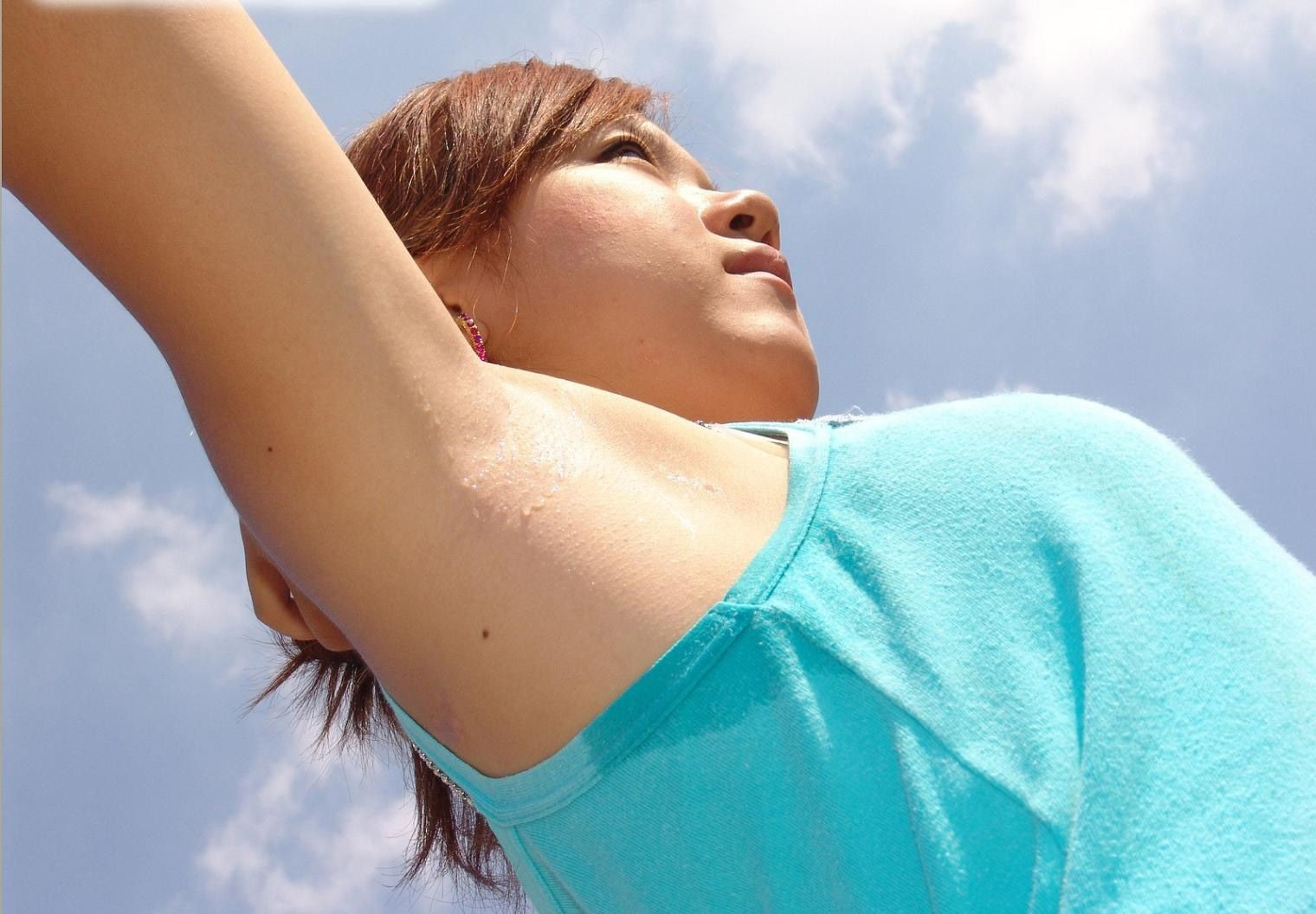 【腋フェチエロ画像】多少の剃り残しも問題なしw舐めたい人には極上な生腋(;´Д`)