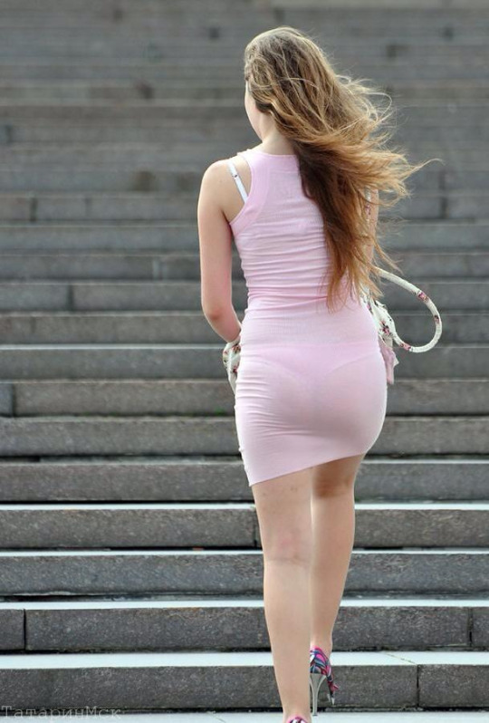 【透け下着エロ画像】色も判れば覗く必要なしw下着がクッキリ浮いた街の尻(*´д`*)