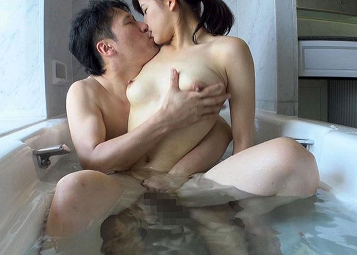 【エロ動画】ママなのに素顔はヤリマンだった美乳妻の不適切な痴態!(;゚∀゚)=3 01