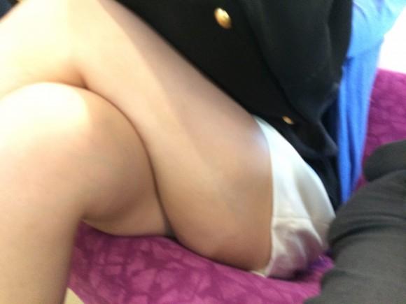 いやらしく脚を組んでるお姉さま達の画像 part5