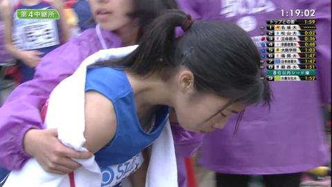 【放送事故】大学女子駅伝で乳首が…ずれてパンツもはっきり映る…(※画像あり)