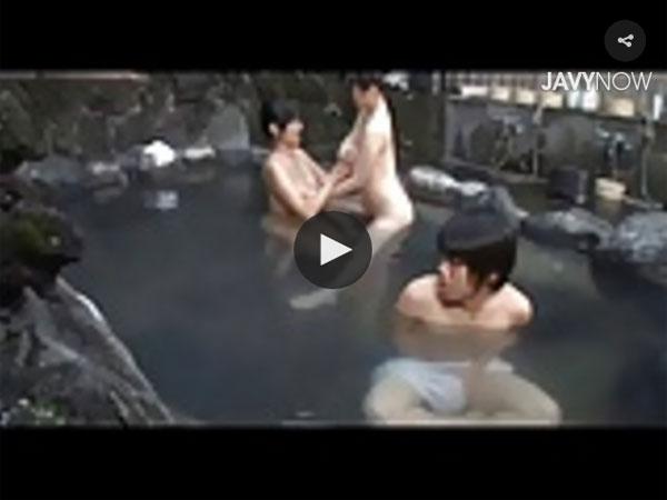 【エロ動画】混浴風呂に若い娘が入って来たからフル勃起見せつけ逆誘惑!(*゚∀゚)=3 03