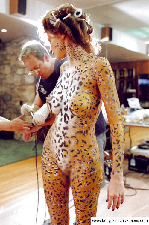 【海外エロ画像】現れおったなスッポンもどき!どう見ても裸なボディペイント外人(;´Д`)