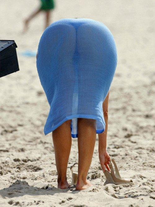 【透け下着エロ画像】覗く必要もありませんでしたwパンツ浮きすぎ着衣尻(*´д`*)