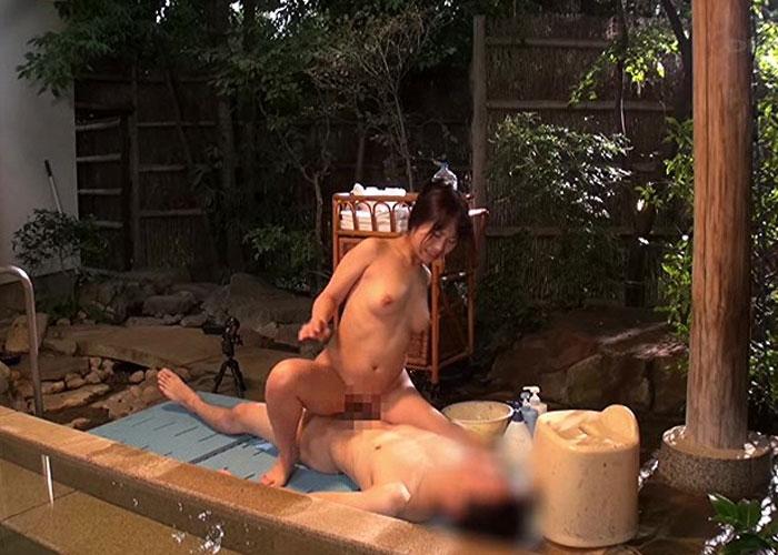 【エロ動画】露天風呂で一線越えちゃった!姉の巨乳に溺れた結果の近親FUCK(*゚∀゚)=3 02