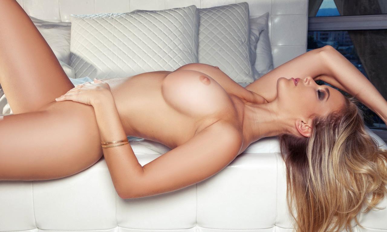 【裸体エロ画像】覆い被さるしかないっしょw美味しそうに横たわる極上女体(*´Д`)