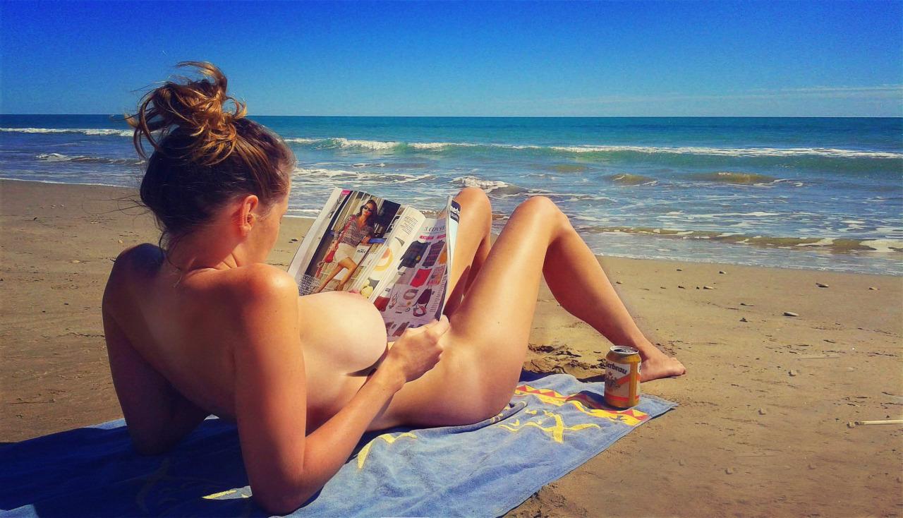 【海外エロ画像】堂々と勃てて見ればいい…ヌーディストビーチの極上女体(;´Д`)