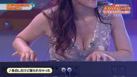 【衝撃画像】巨乳ジャズピアニスト高木里代子がNHKでおっぱい…2ch「国営放送でこれは…」「わいせつだ…」
