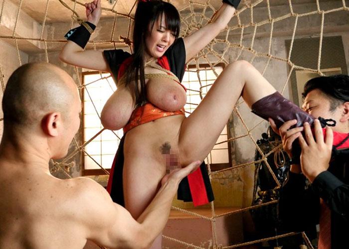 【エロ動画】超乳くのいちHitomiの理性を破壊するハード拷問絵巻(*゚∀゚)=3
