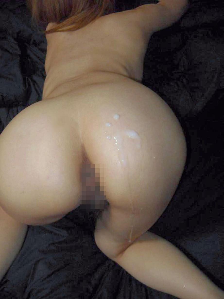 【ぶっかけエロ画像】滾った精液の熱さで震えちゃって…バックの締めなら尻ぶっかけ(*´Д`)