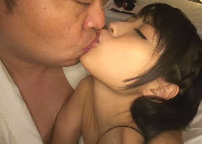 【エロ動画】中年オヤジ相手にどんなイヤらしい事もヤれる美少女JK!(;゚∀゚)=3 01