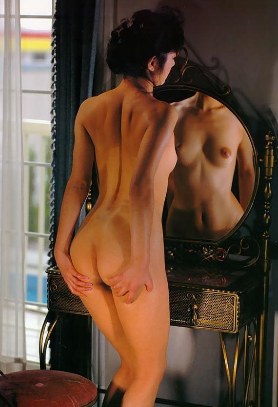 【鏡とエロ画像】乳と尻両方とも同時に見えてお得!な鏡の前の裸身(;´∀`)