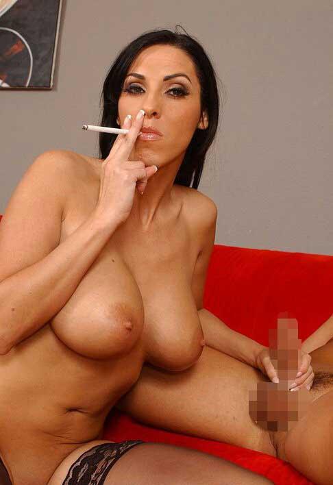 【喫煙エロ画像】1本点けると色香が違う!?セクシー過ぎる喫煙外人(;´Д`)