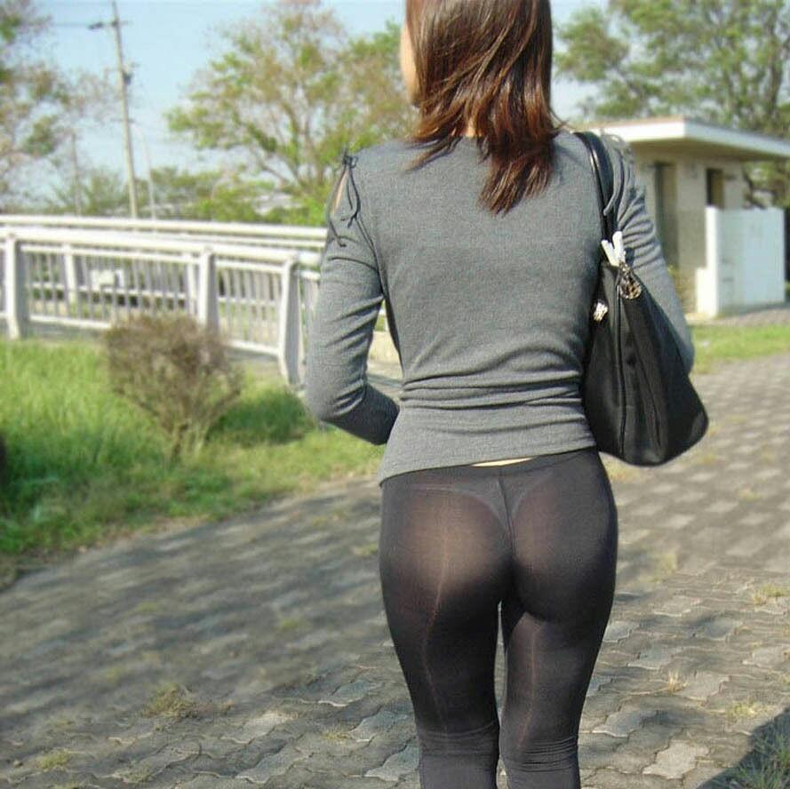 【透け下着エロ画像】覗きなど不要!既に後ろから見えるパンツ透けたお尻(*´Д`)