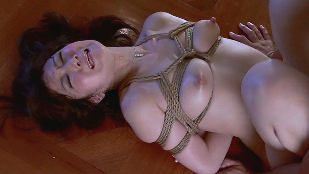 【SMエロ画像】動かされるから縄が締まって…刺激が違う緊縛セックス(;´Д`)