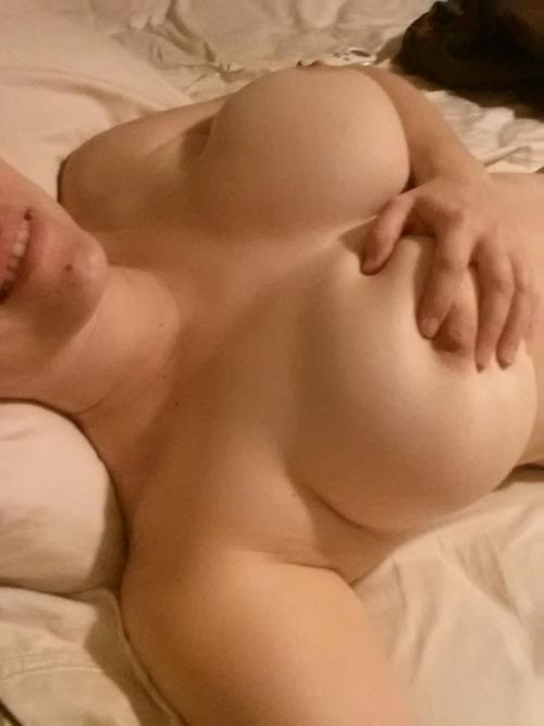 【自撮りエロ画像】SNS漁ればいくらでも…有用おかずな女神たちの自撮り生乳(*´Д`)
