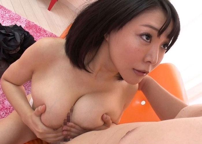 【エロ動画】親切な巨乳素人さんが童貞君のお手伝いどころか生ハメまで!(;゚∀゚)=3