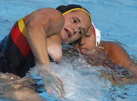 【放送事故】水球でおっぱいポロリした女子選手たちwwwこれは恥ずかしすぎてワロタwww