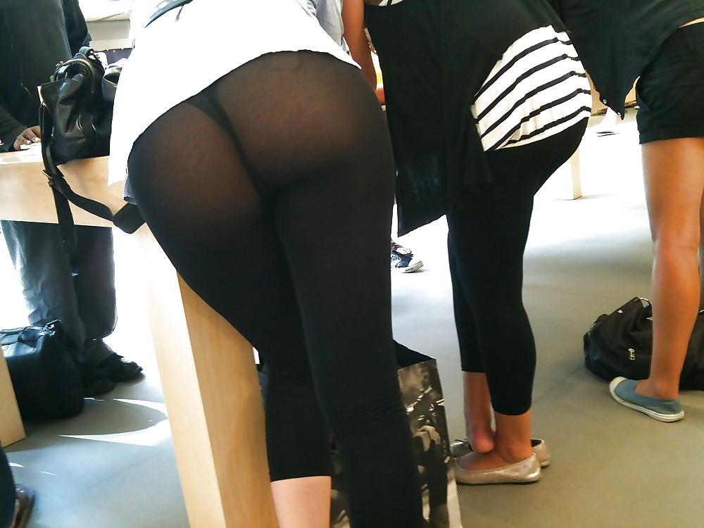 【透け下着エロ画像】柄まで見えた!パンツが透ける運命な着衣の巨尻(;・∀・)