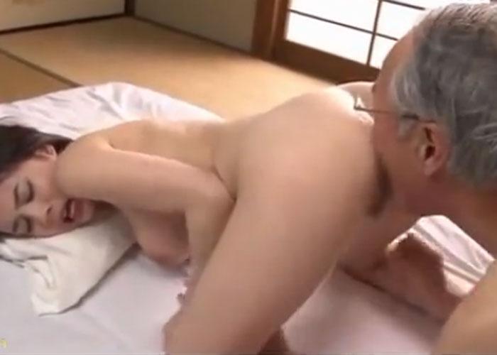 【エロ動画】自分の親よりも上な爺さんと激しくヤリまくるHカップ娘(;゚∀゚)=3 01