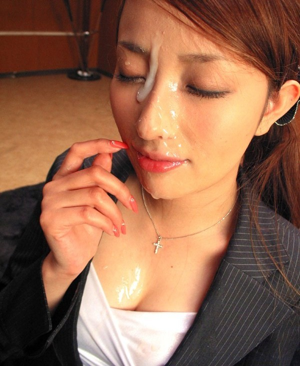 【顔射エロ画像】プロ女優でも出来れば避けたい…ツラ一面へのザー汁ぶっかけ(;´Д`)