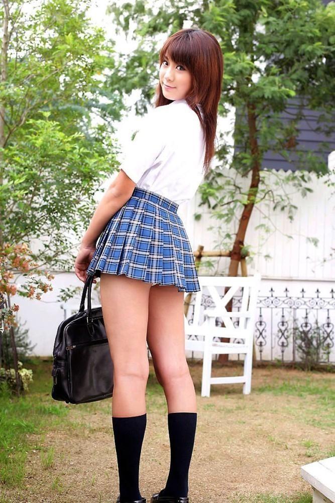 【制服エロ画像】いつまでも可愛ければ似合いますw制服娘とムチムチ太もも(;´Д`)