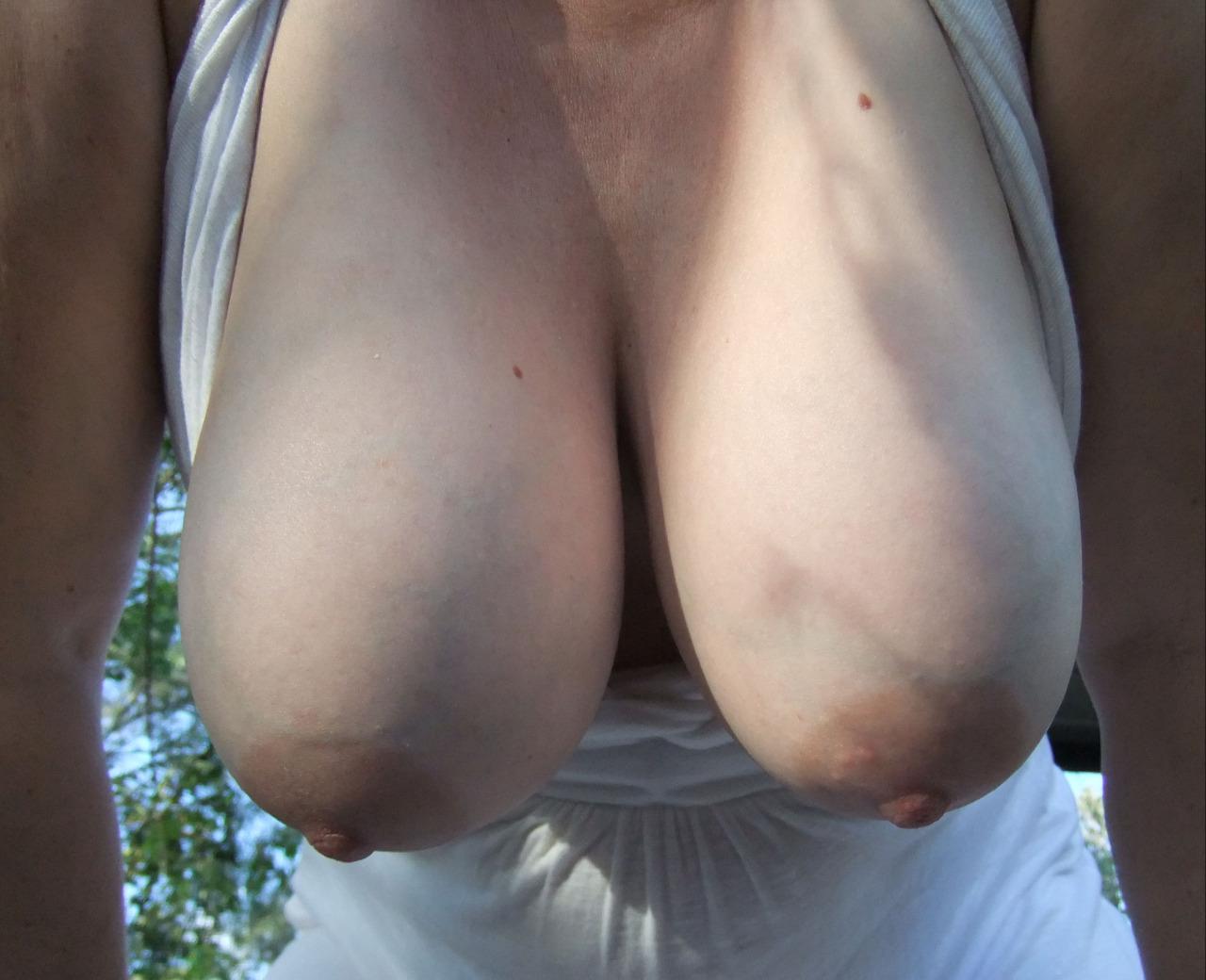 выглядеть большая грудь обвисает фото чрезвычайно