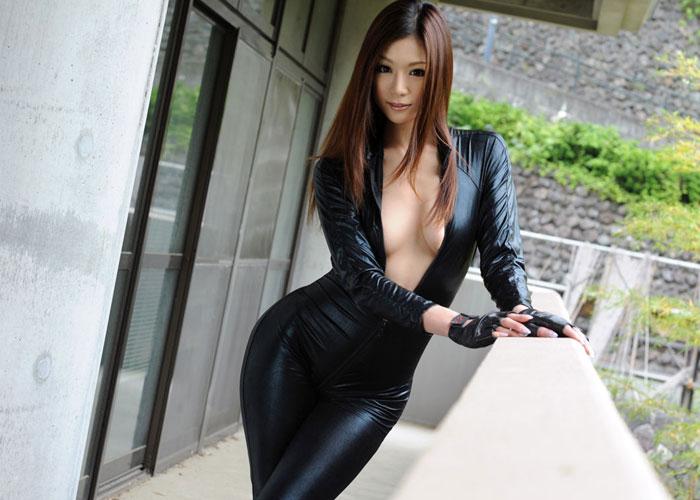 【コスプレエロ画像】カッコ良い!でもAVじゃ負け役なキャットスーツ美女(*´Д`)
