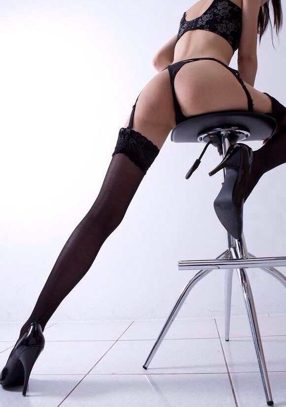 【下着エロ画像】ムッチリ下半身に履かせれば抜群のガーターベルト(;´Д`)