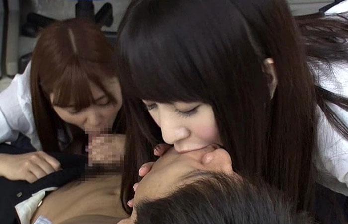 【エロ動画】都会からやって来てヤリマン集団に奪われてしまった童貞!(;゚∀゚)=3