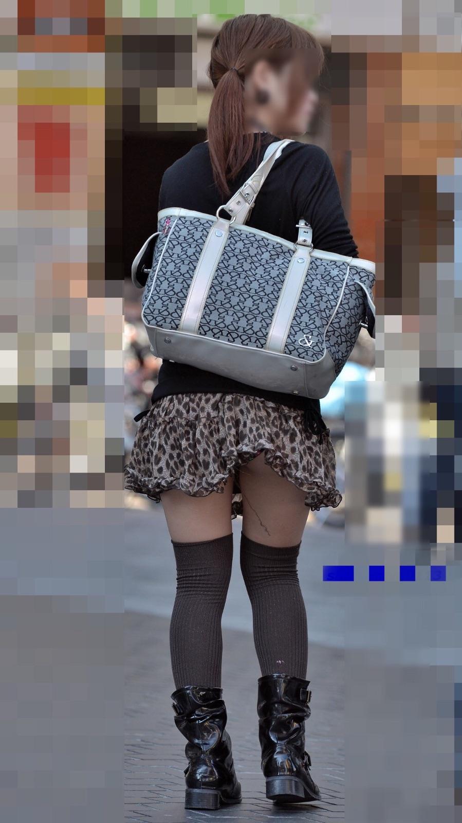 【美脚エロ画像】おパンツ見えなきゃ美脚で我慢!気になる街のミニスカ女子(;´Д`)