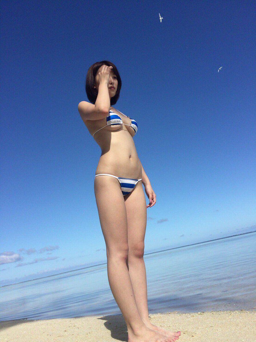 【下乳エロ画像】乳輪寸止めの絶妙なラインを心得ている下乳女の誘惑(;^ω^)