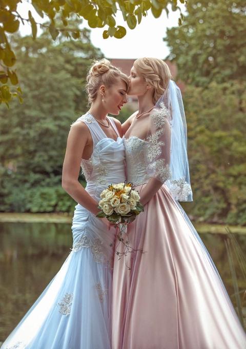 美女コスプレイヤーが同性婚!ハネムーンはコスプレの聖地・日本で(※画像あり)
