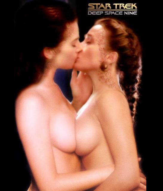 【レズエロ画像】中で乳首が擦れあってますw美女同士の巨乳潰し合い(;゚Д゚)