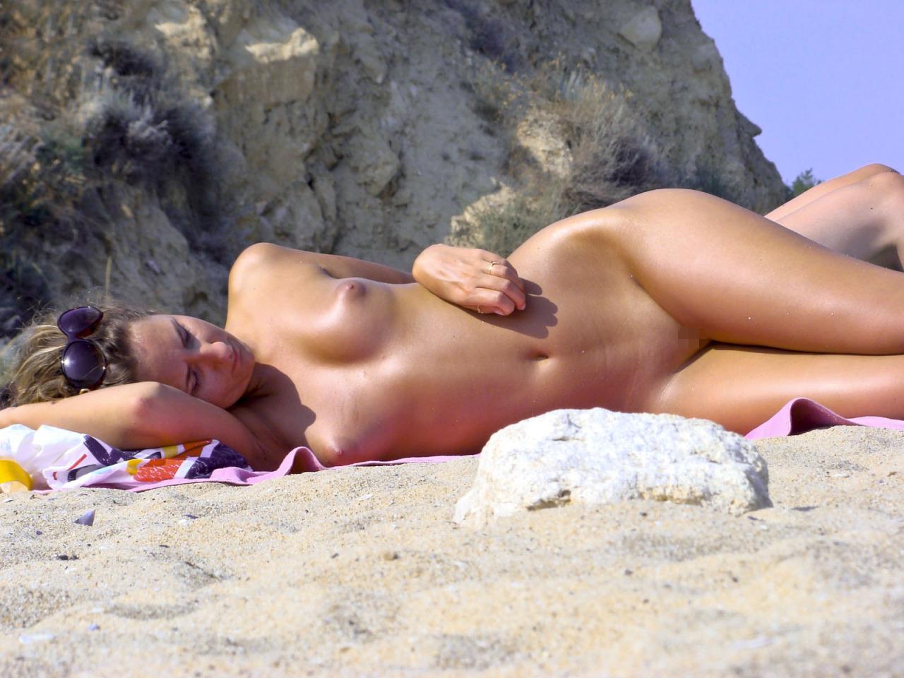 【海外エロ画像】まさに楽園!あくまでも自然を楽しむためのヌーディストビーチ(;´∀`)