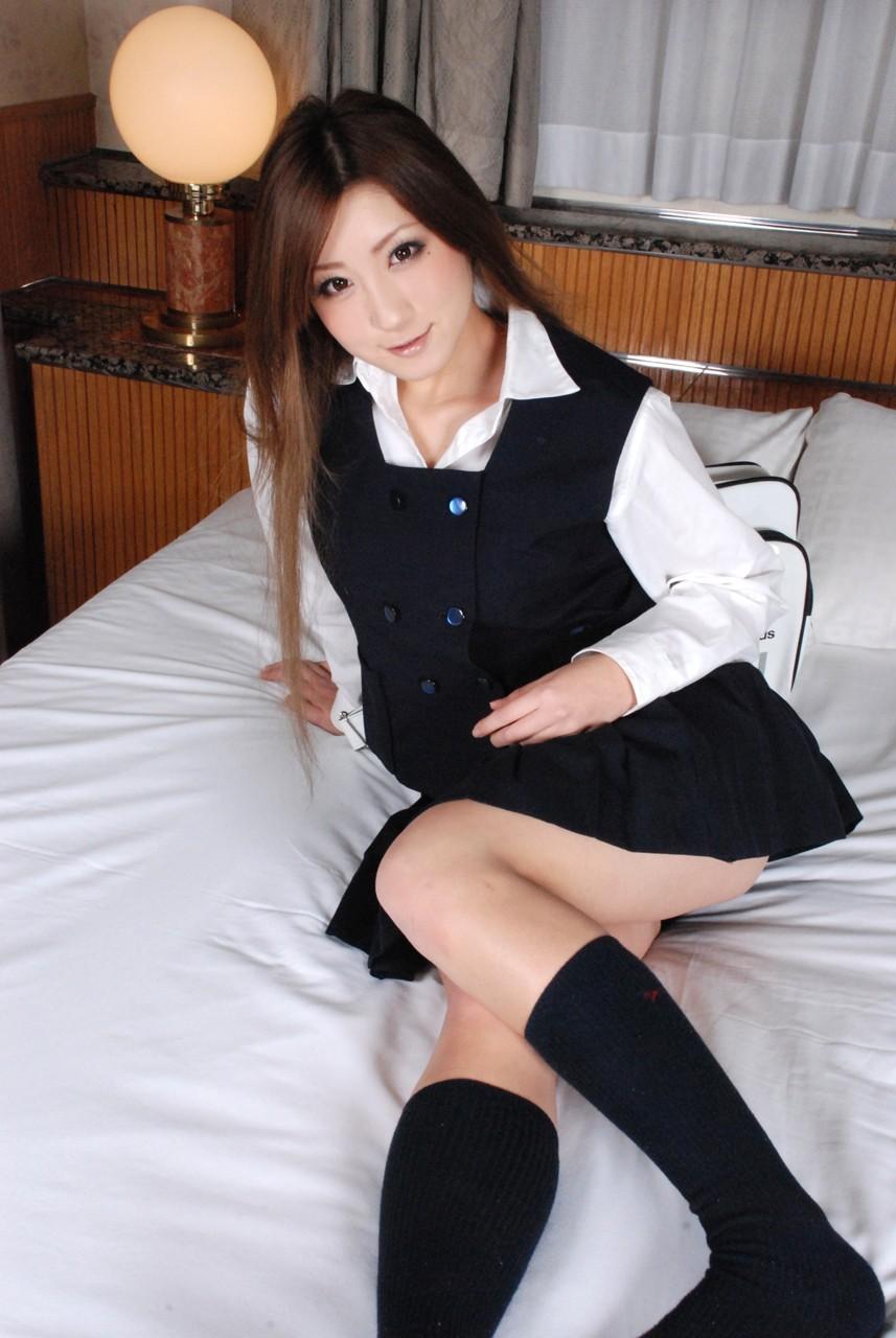 【制服エロ画像】確かに見えている!パンツは隠しても尻隠せない制服娘(*´Д`)