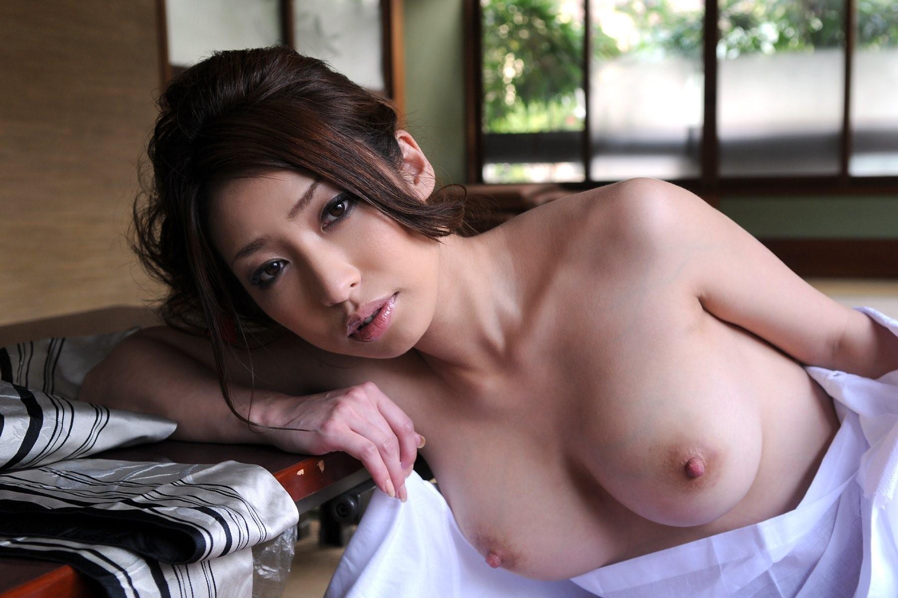 【和服エロ画像】妖艶さを感じずにはいられない脱ぎたての浴衣美人(;´Д`)