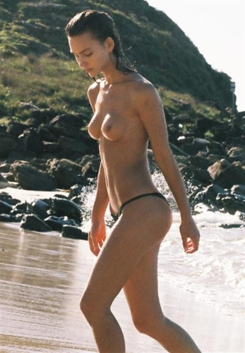 【画像】ヌーディストビーチに現れた美人モデル!2ch「うおおおおお!」「たまんねえええ」