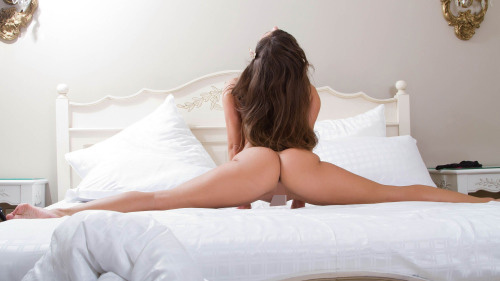 【軟体エロ画像】中も多分パックリw性行為に使えそうな軟体美女のポーズ(;´∀`)