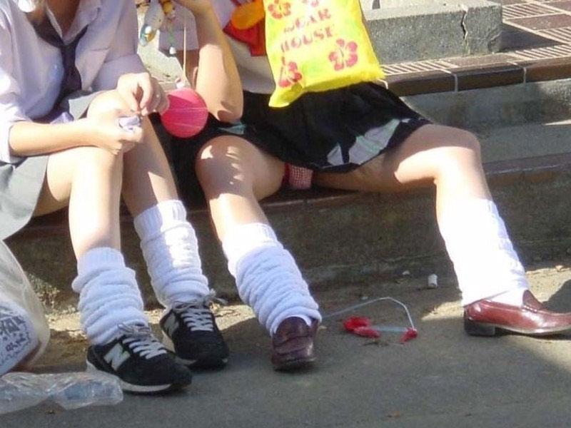 【パンチラエロ画像】花見シーズン到来!ミニスカ内に広がる花園もチェック!(*´д`*)