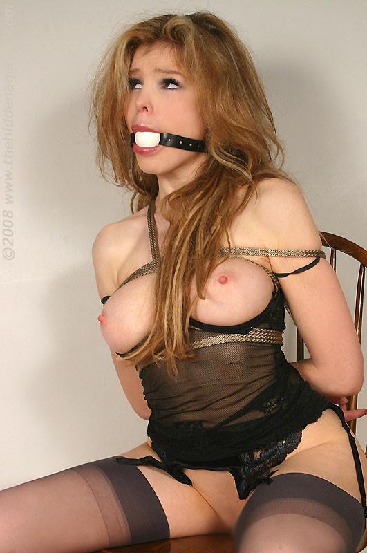 【SMエロ画像】こんな美女たちが緊縛&折檻とか勿体ない気がする海外BDSM!(*´Д`)