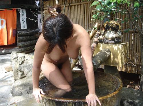 【入浴エロ画像】一緒に入りたい…お風呂にいるから全裸な淑女たち(*´Д`)