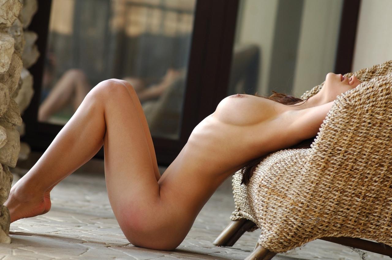 【女体エロ画像】簡単には折れませんw肋骨浮き気味なスリム美女たち(*´д`*)