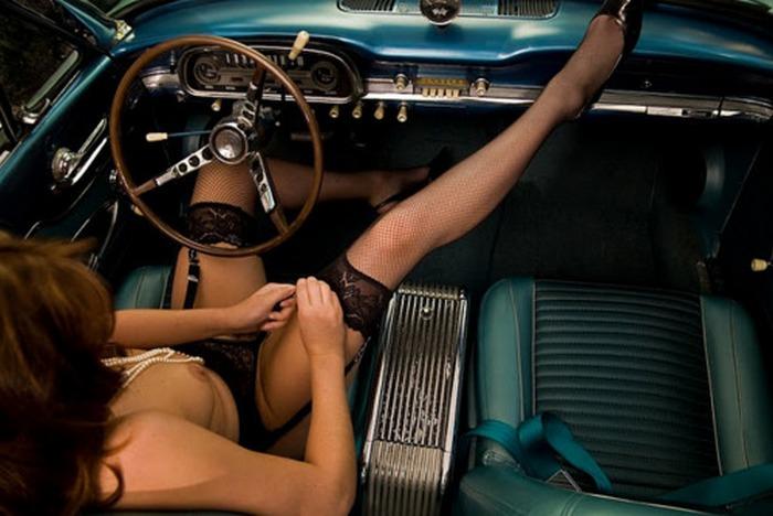 【露出エロ画像】脱いでから運転?変態外人さんたちの車内露出(;゚Д゚)