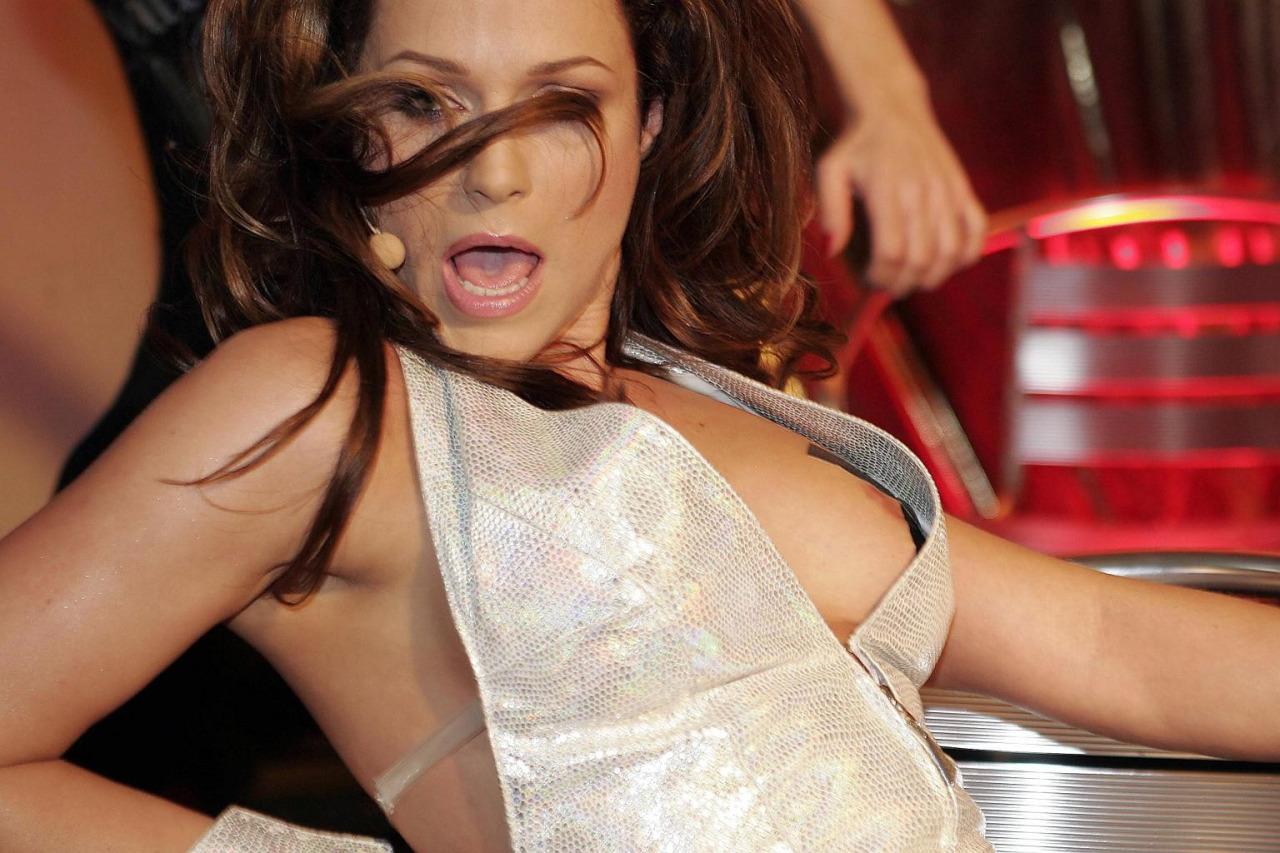 【海外エロ画像】これが社交界!?ドレスから乳首見せ過ぎな外人セレブたち(;゚Д゚)