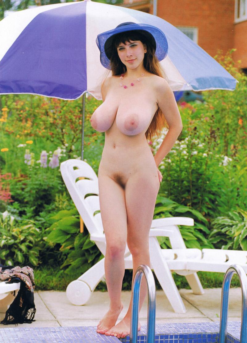 【爆乳エロ画像】平均が10cm超は違う!海外産の特盛超えたメガ盛おっぱい(;´Д`)