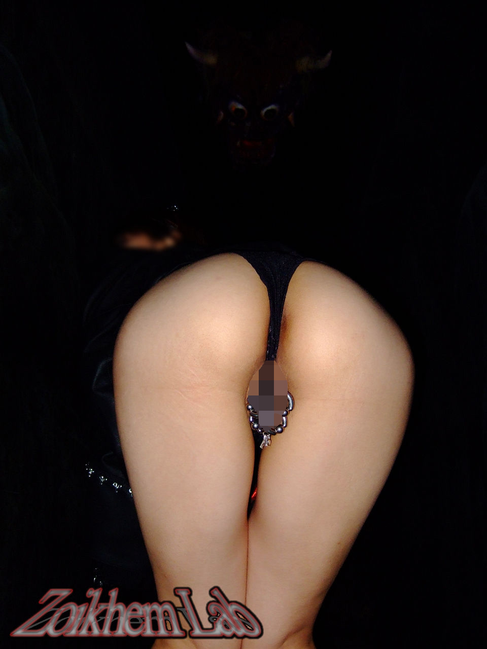 【※閲覧注意エロ画像】ピアス付け過ぎて大変な事になった女性器が見せられ無さ過ぎ(;゚Д゚)