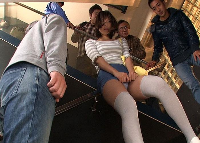 【エロ動画】松潤には見せられない…wトイレ禁止の大量お漏らし羞恥(*゚∀゚)=3 01