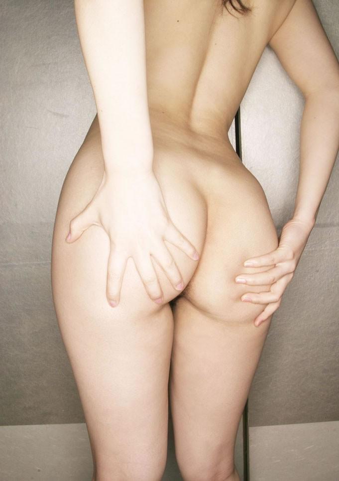 【美尻エロ画像】枕元に添えて寝ながら弄りたいムッチリ魅力的な生尻(*´Д`)
